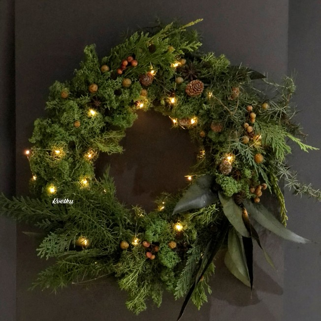 Wreath from stabilized moss and needles