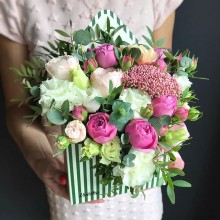 Цветочный конверт №3 из пионовидных роз, эустомы, озотамнус