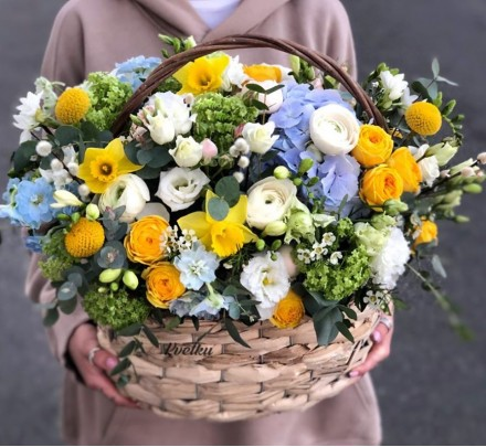 Basket of flowers №1
