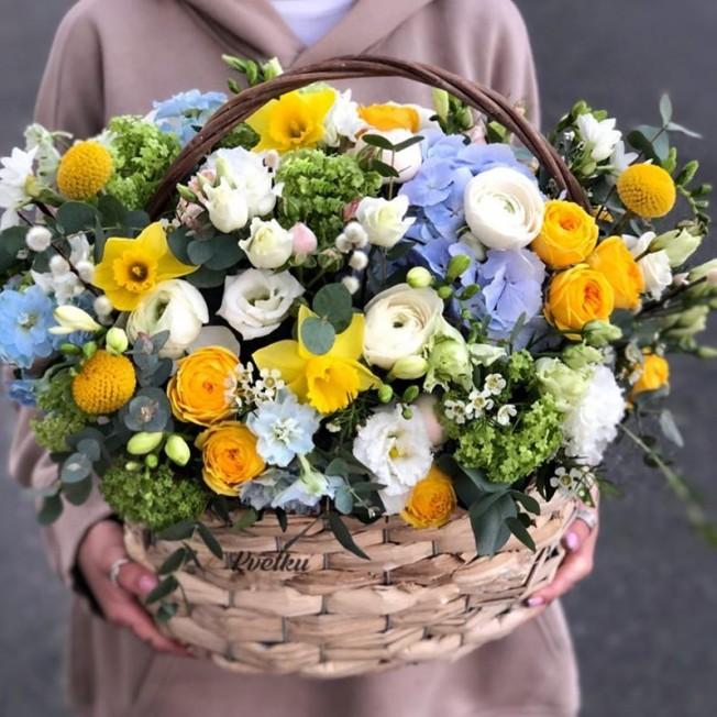 Basket of flowers №1