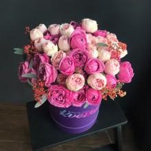 Цветы в коробке №50 из пионовидных роз