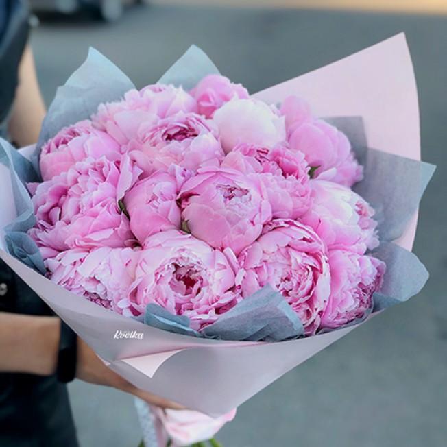 Bouquet of peonies Sarah Bernard