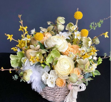 Easter flower arrangement on the table №2